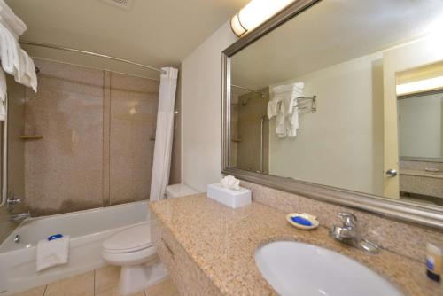 Best Western Plus Holiday Sands Inn & Suites Photo