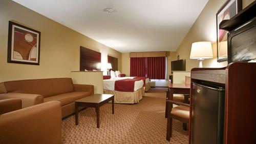 Best Western Plus Burleson Inn & Suites Photo