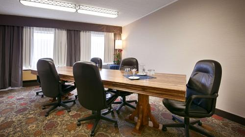 Best Western North Bay Hotel & Conference Centre Photo