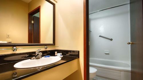 Best Western Bakerview Inn - Abbotsford, BC V2S 4L5