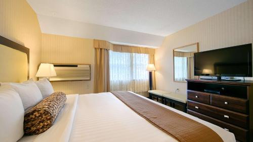 Best Western Plus Emerald Isle Hotel - Sidney, BC V8L 1X2