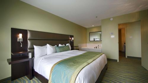 Best Western Plus Hotel Levesque Photo