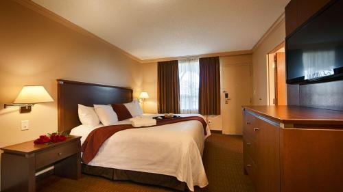 Best Western Plus Guildwood Inn - Sarnia, ON N7T 7W6
