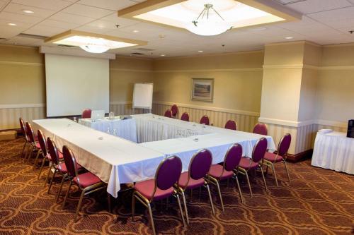 Best Western Plus Coquitlam Inn Convention Centre Photo