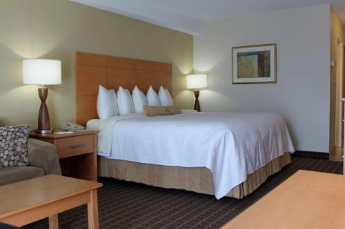 Best Western Colonel By Inn - Smiths Falls, ON K7A 4G5