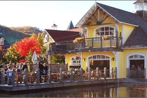 Exquisite Blue Mountain Springs Retreat - Collingwood, ON L9Y 0N6