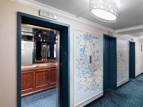 Chateau Victoria Hotel & Suites Photo