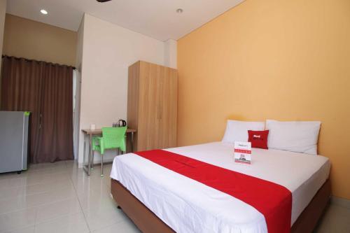 HotelReddoorz @ Karet Pedurenan 4