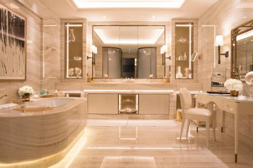 Four Seasons Hotel George V Paris photo 50