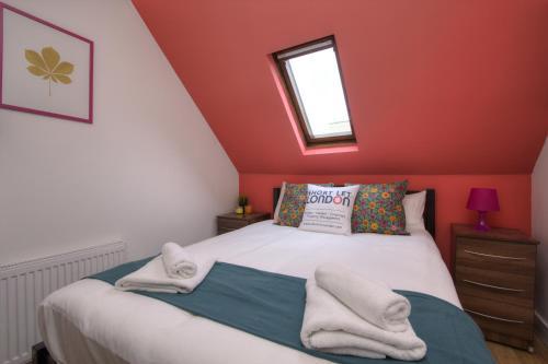 Brondersbury Park Apartment photo 2