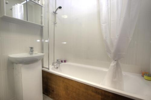 Brondersbury Park Apartment photo 7
