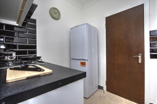 Brondersbury Park Apartment photo 16