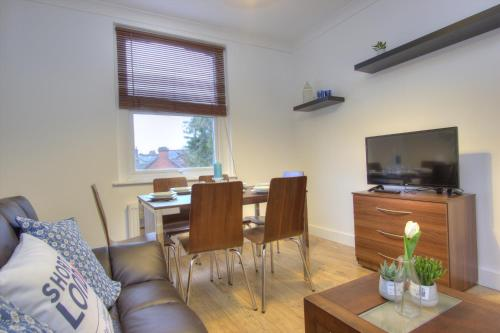 Brondersbury Park Apartment photo 17