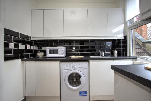 Brondersbury Park Apartment photo 21