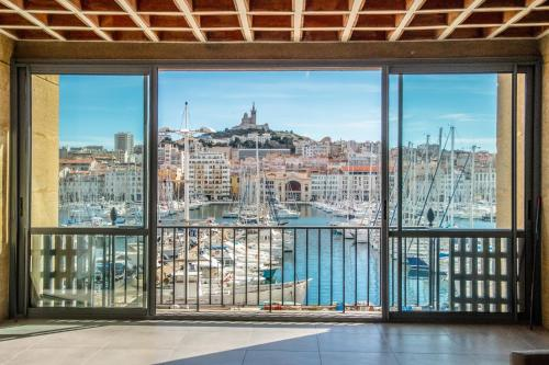 old port resort marseille appt luxe 180m2 3 bdrm location saisonni re 33 rue de la loge. Black Bedroom Furniture Sets. Home Design Ideas