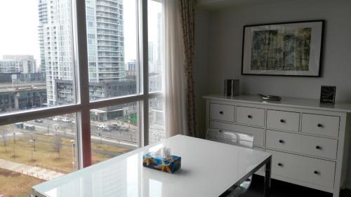 Waterfront Condo - Toronto, ON M5V 4B2