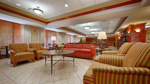 Best Western Plus Kendall Hotel & Suites Photo