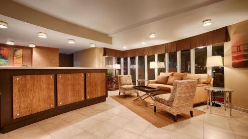 Best Western Plus Suites Hotel Coronado Island Photo