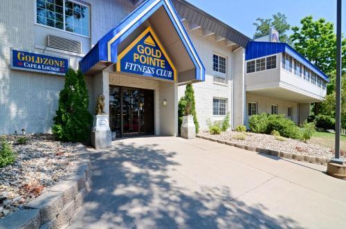 Best Western Plus Longbranch Hotel & Convention Center - Cedar Rapids, IA 52402