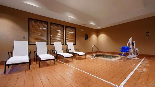 Best Western Plus Hiawatha Hotel - Hiawatha, KS 66434