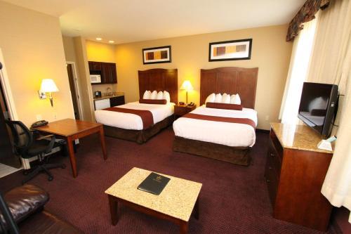 Best Western PLUS Hannaford Inn & Suites Photo