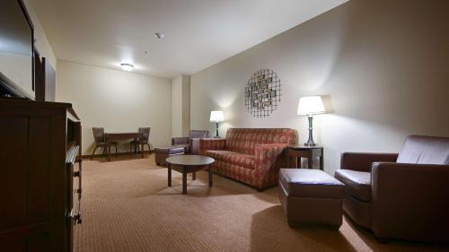 Best Western PLUS Cimarron Hotel & Suites Photo