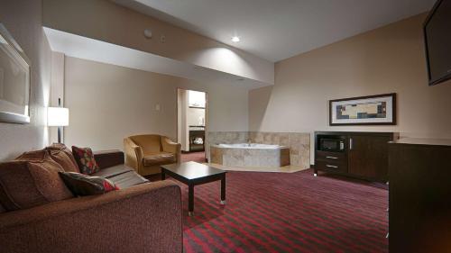 Best Western Plus Cushing Inn & Suites Photo