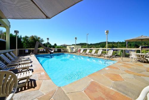 Best Western Cades Cove Inn Photo