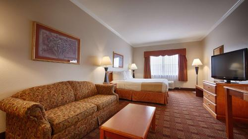 Best Western Clubhouse Inn & Suites - Mineral Wells, TX 76067