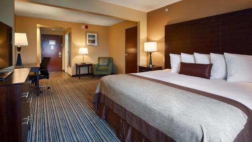 Best Western Plus Harrisburg East Inn & Suites - Harrisburg, PA 17111