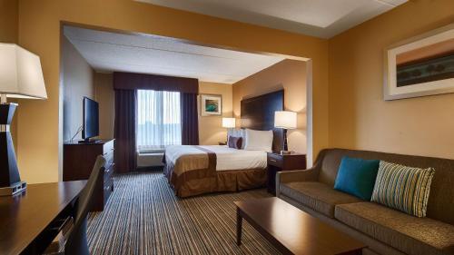 Best Western Plus Harrisburg East Inn & Suites Photo
