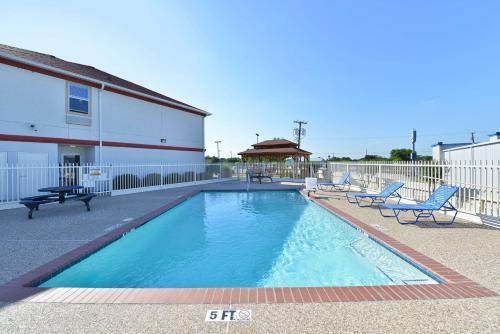 Best Western Limestone Inn & Suites - Mexia, TX 76667