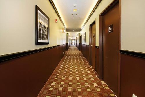 Best Western Plus Seawall Inn & Suites By The Beach - Galveston, TX 77550