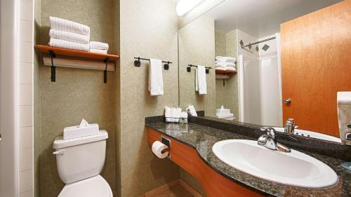 Best Western Plus Valemount Inn & Suites - Valemount, BC V0E 2Z0
