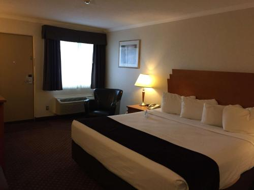 Best Western Crossroads Motor Inn - Thunder Bay, ON P7E 5R6