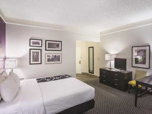 La Quinta Inn & Suites Phoenix Scottsdale Photo