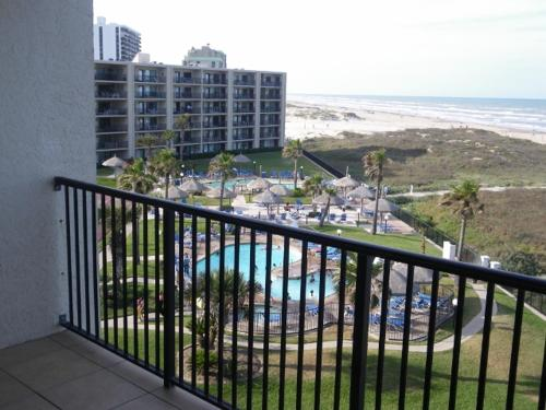 Beachside Condo Sleeps 7 - South Padre Island, TX 78597
