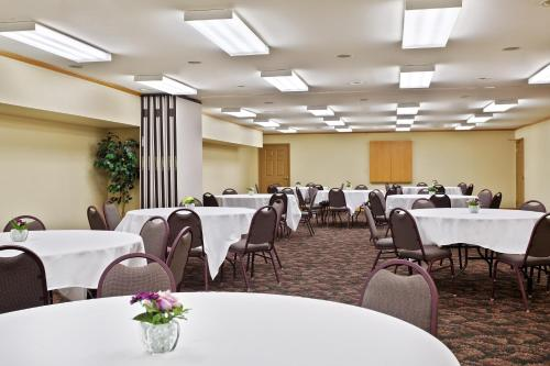 Country Inn & Suites by Radisson, Galena, IL Photo