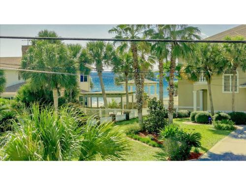 The Yellow Beach House - Panama City Beach, FL 32413