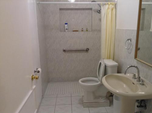 Reina's Home - Miami, FL 33176