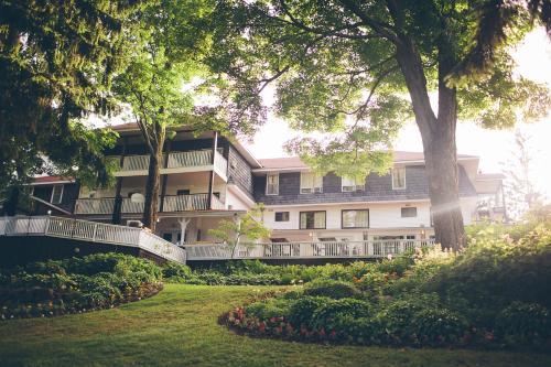 Clevelands House - Minett, ON P0B 1G0