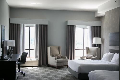 Holiday Inn Hotel & Suites Birmingham-homewood - Birmingham, AL 35209