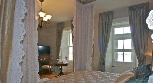 Maplehurst Manor - Brockville, ON K0E 1P0