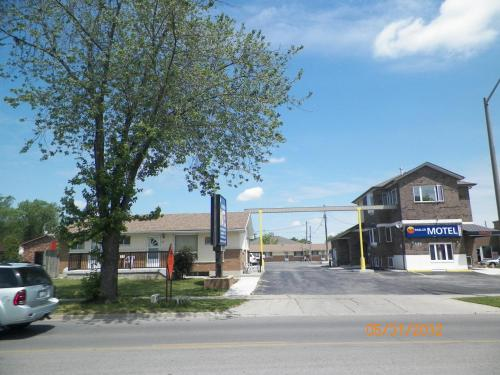 Sunparlor Motel - Leamington, ON N8H 1N2