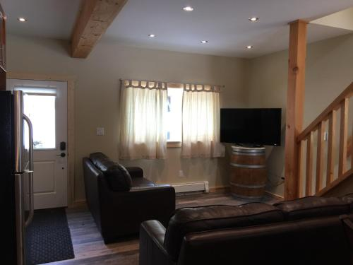 Stone Castle Guest House - Revelstoke, BC V0E 3K0