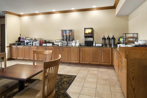 Country Inn & Suites by Radisson, St. Peters, MO Photo