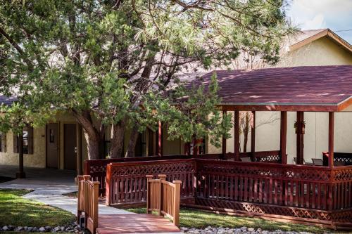 Best Western Pine Springs Inn Photo