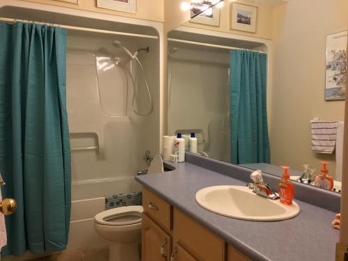 Vernon Okanagan Lake View 4 Bedroom House - Vernon, BC V1H 1N9