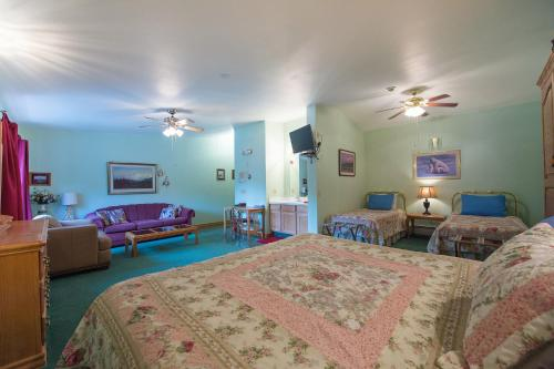 Alaska House Of Jade Bed And Breakfast - Anchorage, AK 99504