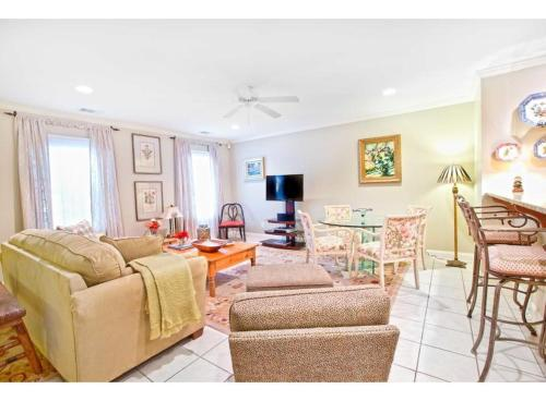 West Taylor Getaway - Two Bedroom - Savannah, GA 31401